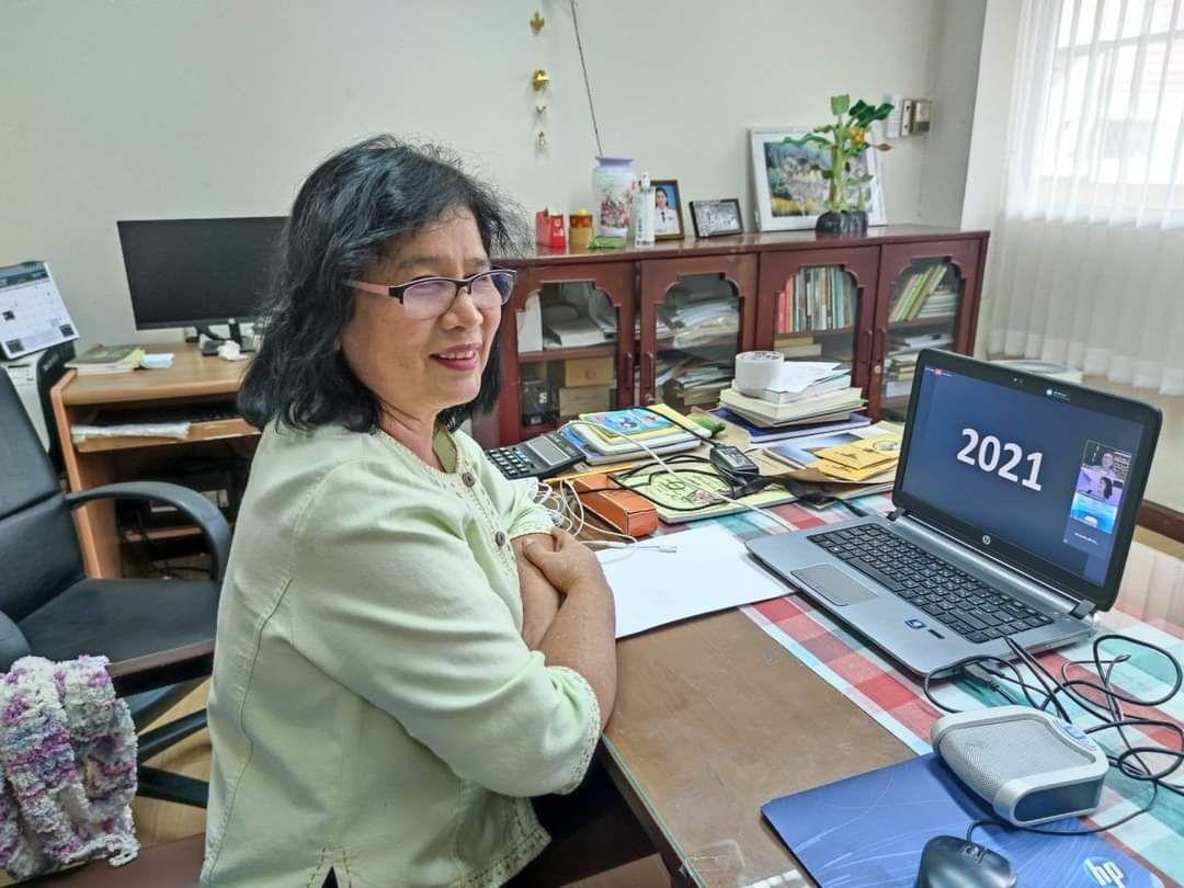 ผู้อำนวยการหอสมุดแห่งชาติรัชมังคลาภิเษก เชียงใหม่ พร้อมด้วยบรรณารักษ์ เข้าร่วมประชุมวิชาการหอสมุดแห่งชาติ ประจำปี ๒๕๖๔