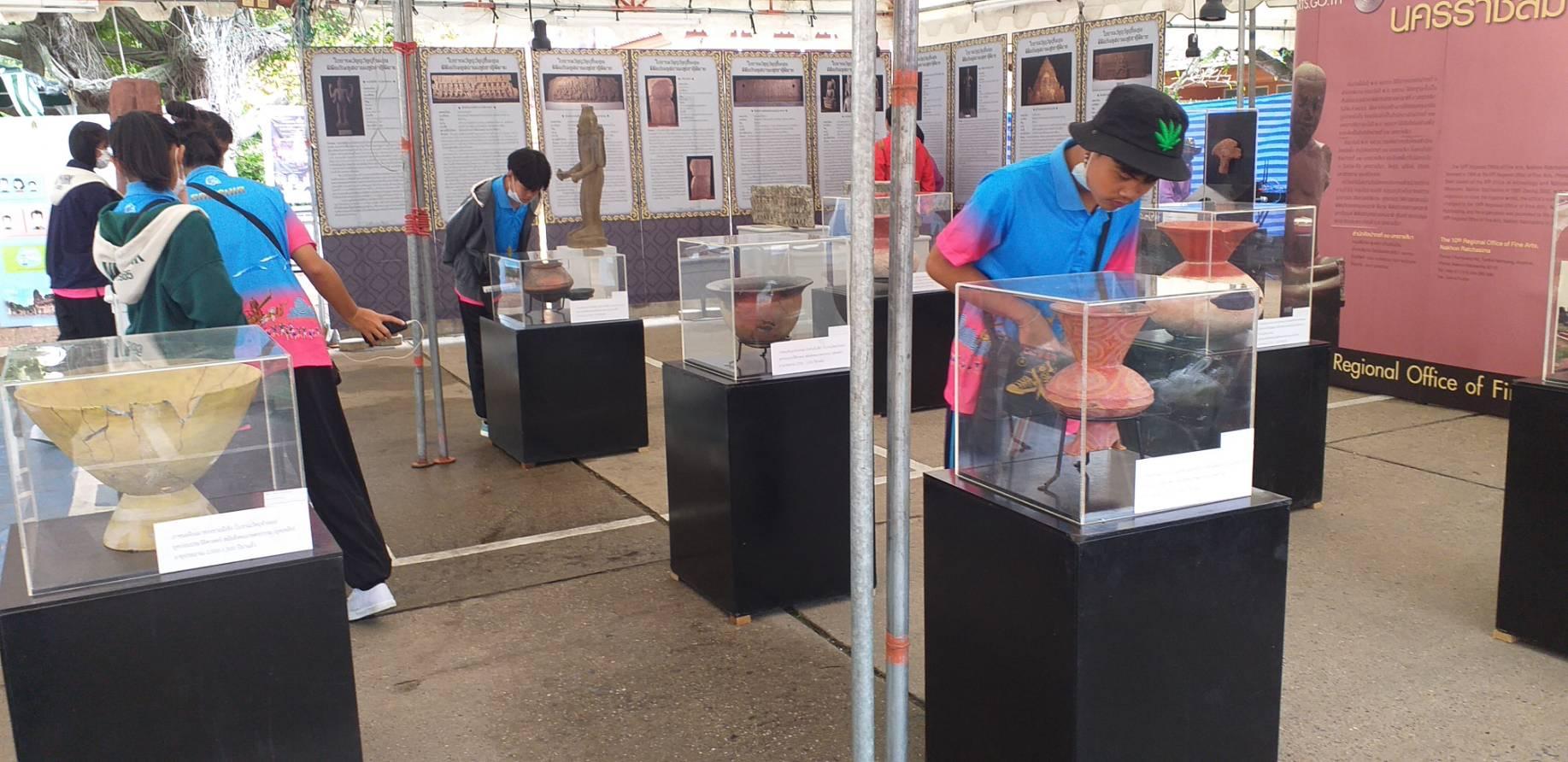 สำนักศิลปากรที่ ๑๐ นครราชสีมา จัดนิทรรศการให้ความรู้กับผู้ร่วมงานเทศกาลเที่ยวพิมาย ๒๕๖๓